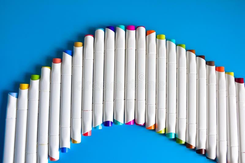 Vit Crayon för målning av isolerad blå färg arkivfoto