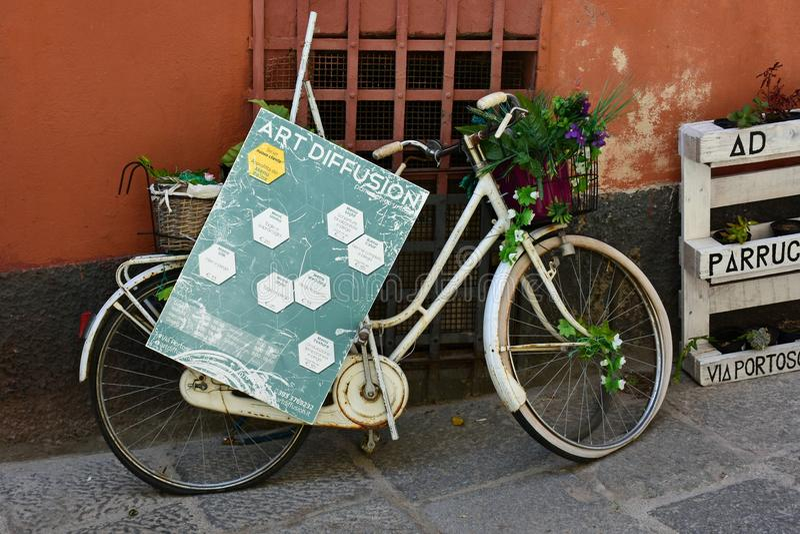 Vit cykel för tappning, Cagliari, Sardinia, Italien arkivfoton