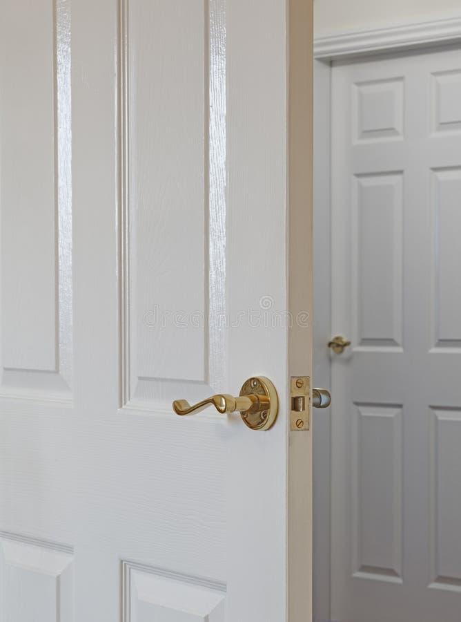 Vit dörr royaltyfri bild