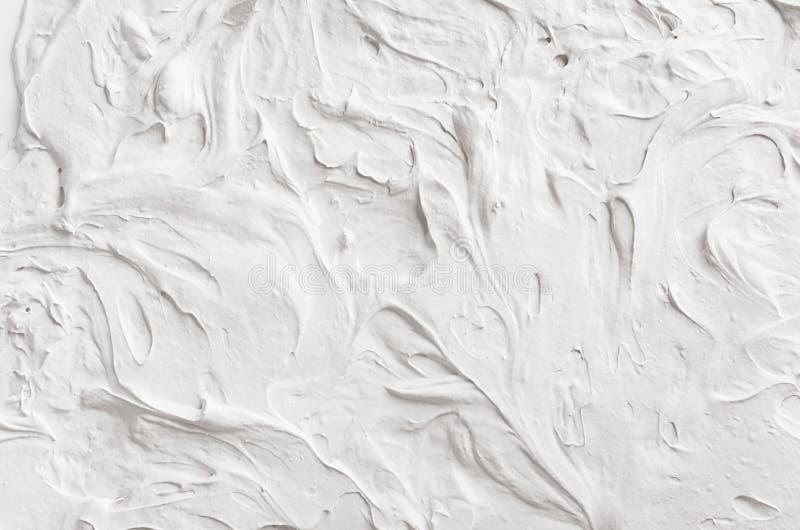 Vit dekorativ abstrakt murbruktextur med vågor och bränning royaltyfri bild
