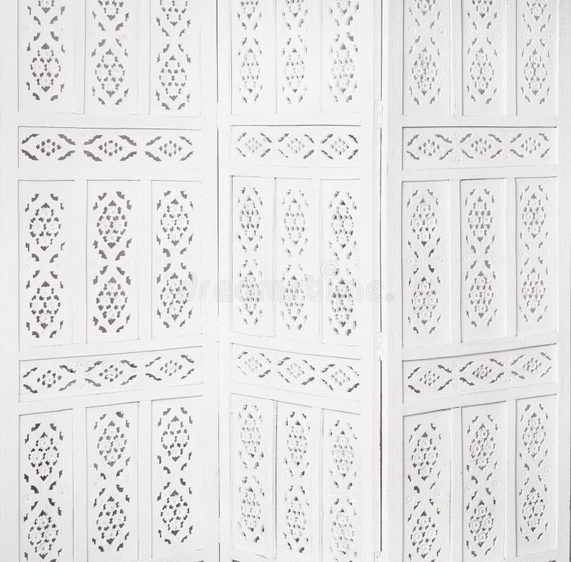Vit delikat dekorativ wood panel royaltyfria foton