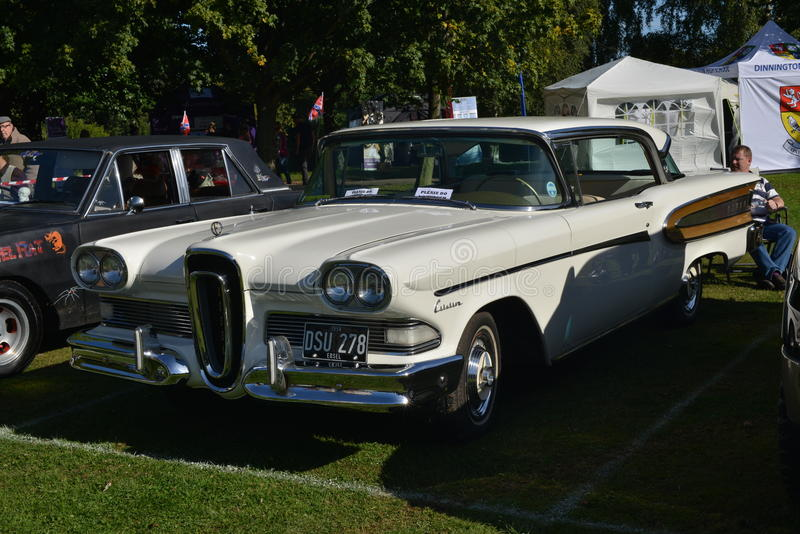 Vit Edsel Citation American klassisk samlarebil royaltyfria foton