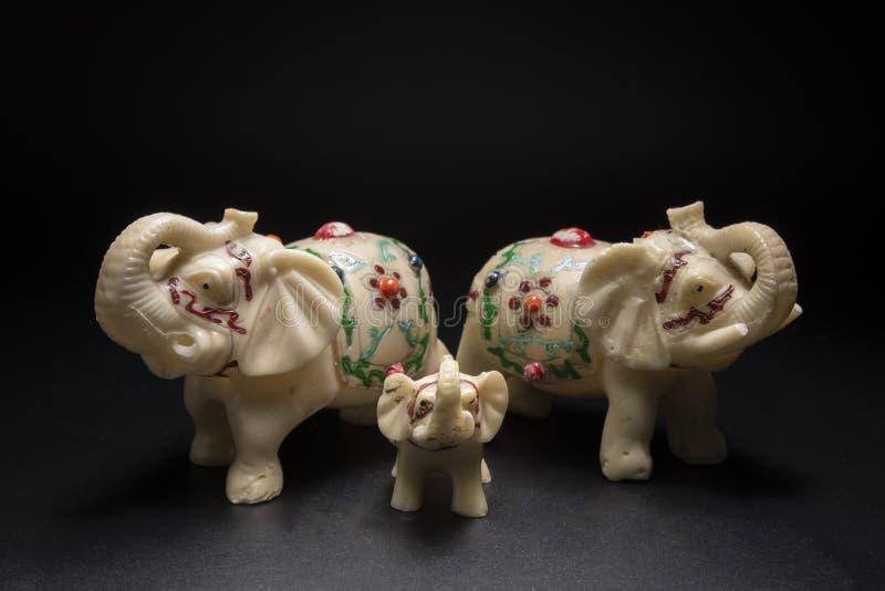 Vit elefantfamilj arkivfoton