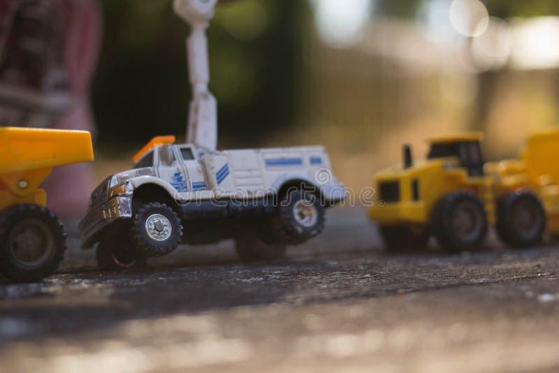 Vit elektrisk lastbil fotografering för bildbyråer