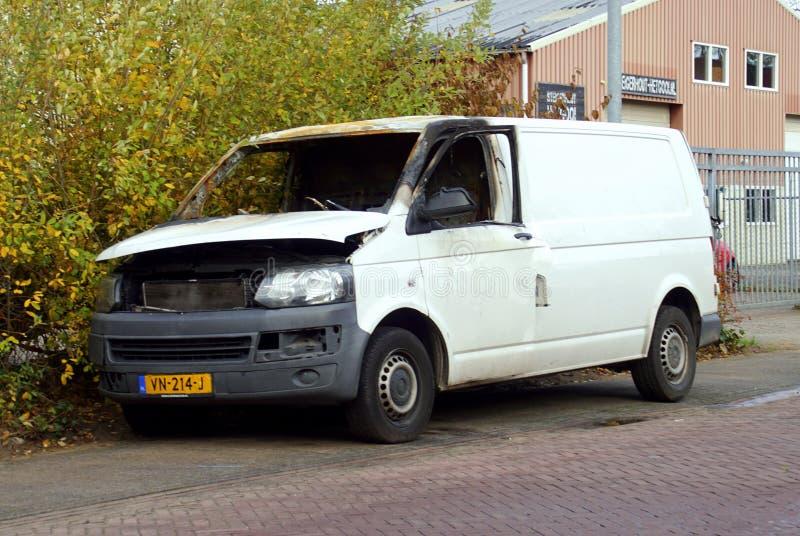 Vit för brännskada Volkswagen ut biltransport royaltyfri foto