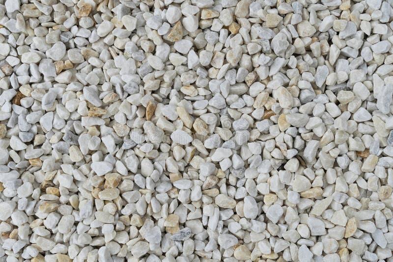 Vit grustextur Hällde vit färg för stenkiselstenar i en hög arkivfoto