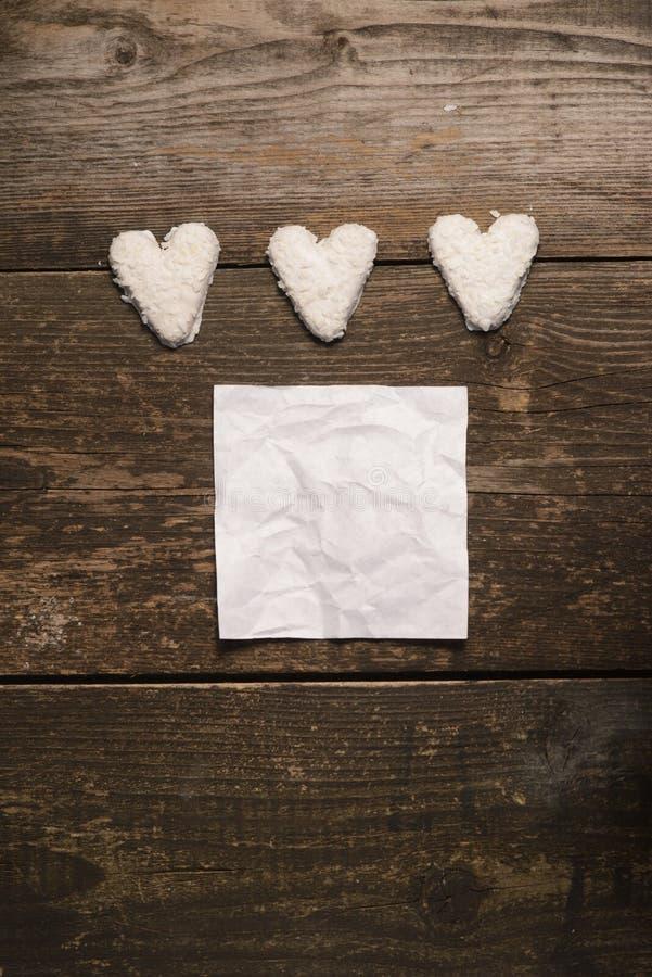 Vit hjärta av kakor arkivbilder