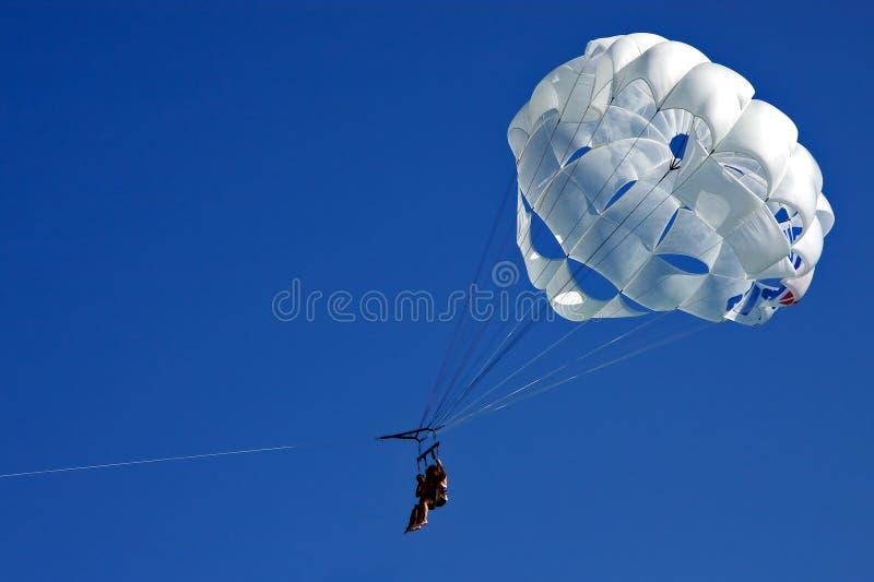 Vit   hoppa fallskärm och himmel Mexiko arkivfoto