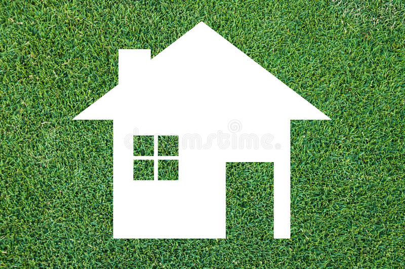 Vit hussymbol på grästexturbakgrund, Eco arkitektur arkivbilder