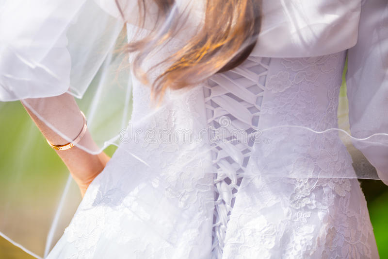 Vit klänning för bröllop Bröllopbrudklänningar tillbaka korsetterar royaltyfria foton