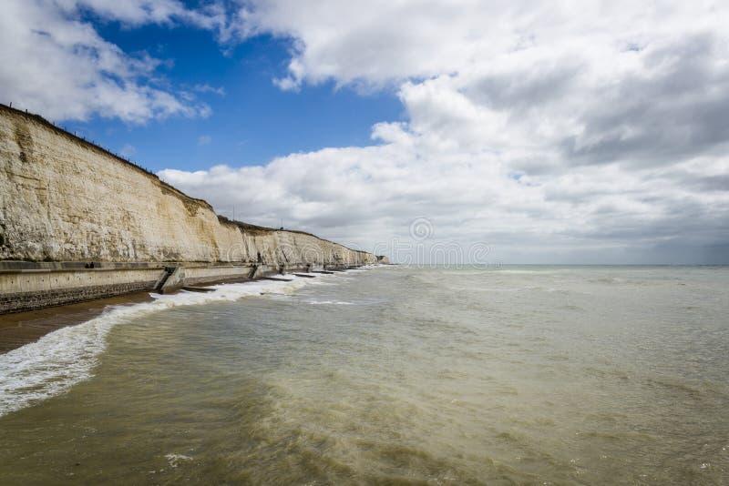 Vit klippor och kust, Brighton, East Sussex, England, UK royaltyfria foton
