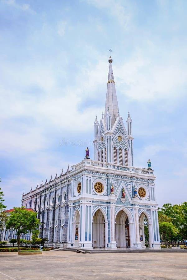Vit kristen kyrka, Samut Songkhram landskap, Thailand arkivfoto