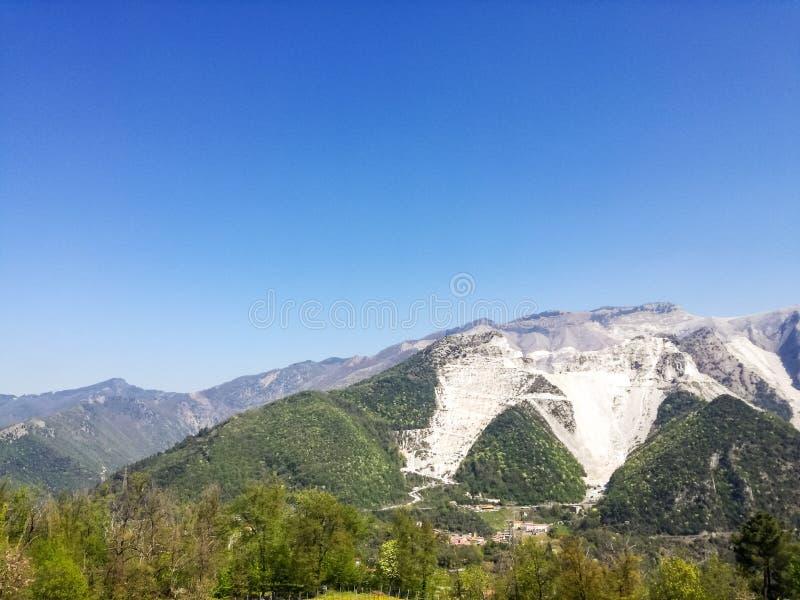 Vit marmor bryter sten, Codena, Carrara, Italien royaltyfri bild