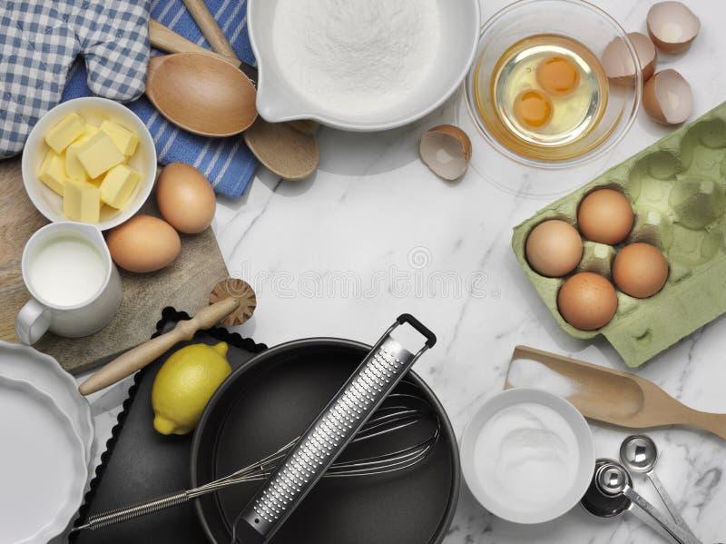 Vit marmorbakgrund för stekhet matlagning arkivbild