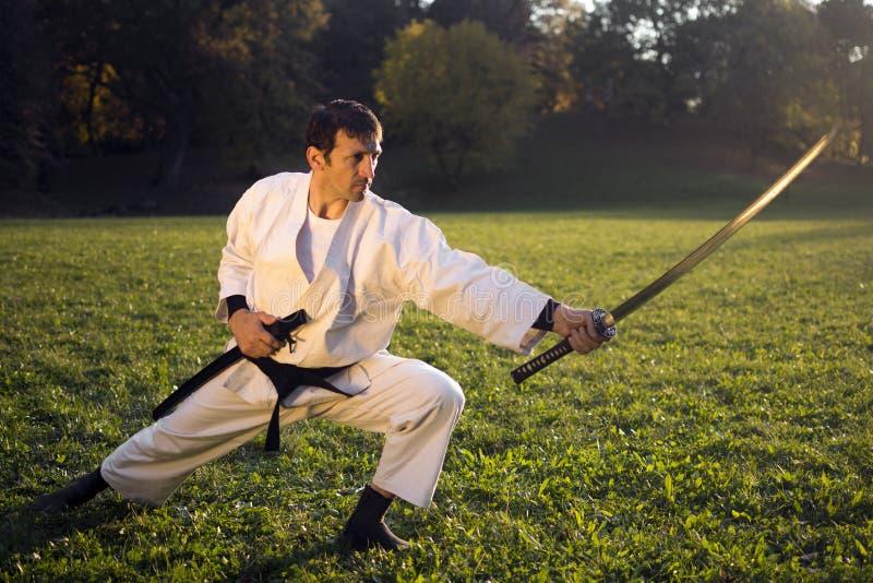 Vit ninja med svärdet arkivfoto