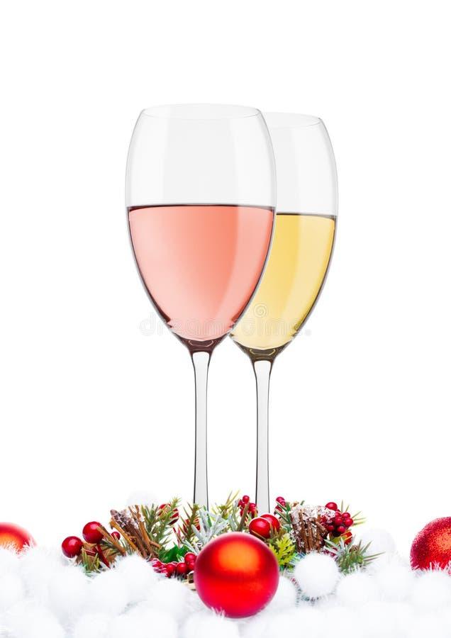 Vit och rosa vin med julgarnering royaltyfri bild