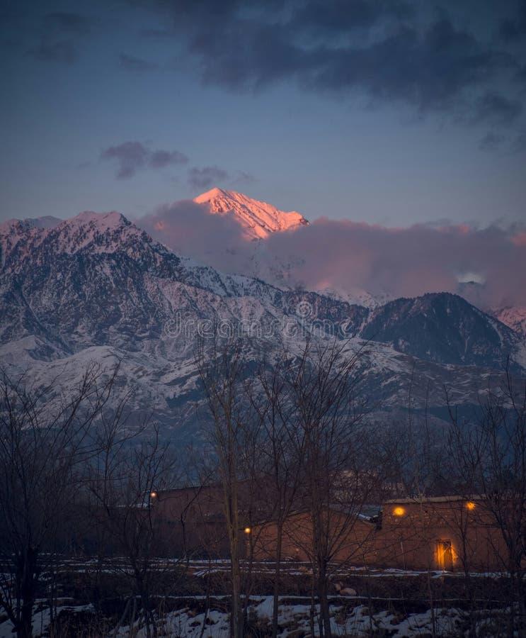 Vit parachinar Kurram för bergområde byrå Pakistan royaltyfri bild