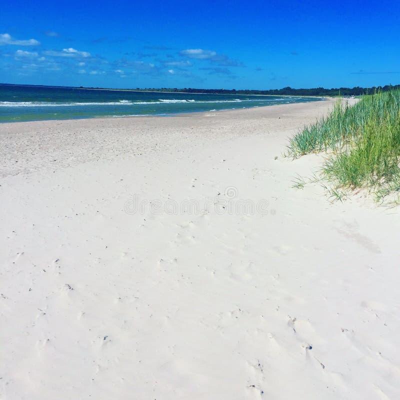 Vit sand | Blått hav arkivbilder