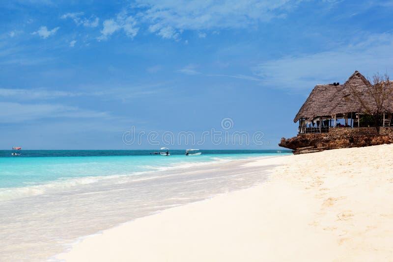 Vit sandstrand, Zanzibar arkivbilder