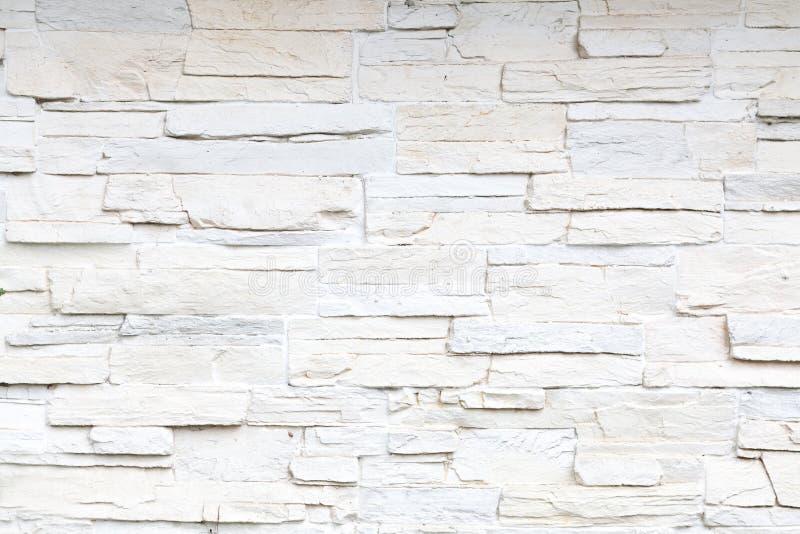 Vit skivad stenvägg royaltyfri bild