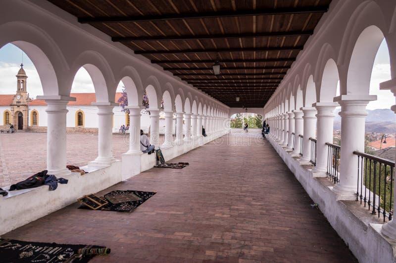 Vit spansk kolonial arkitektur på La Recoleta i Sucre, Bolivia fotografering för bildbyråer