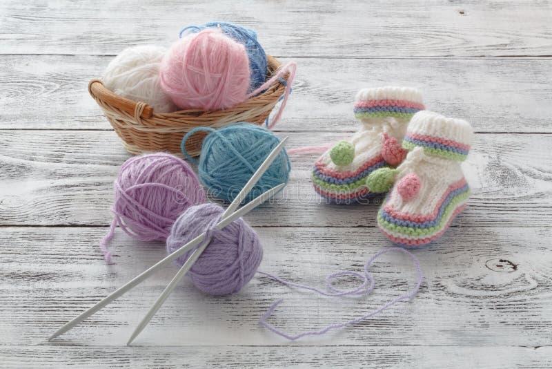 Vit stack byten Sockor för småbarn` s, greeeting kort royaltyfri fotografi