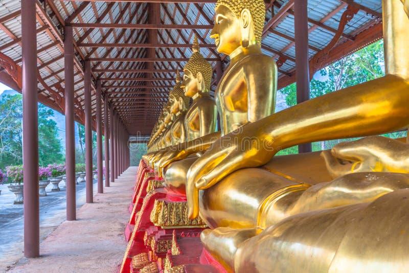 vit staty buddha arkivfoto