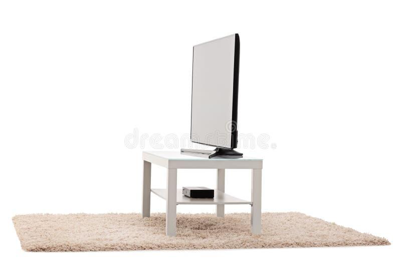Vit tabell för stor TV för plan skärm royaltyfria bilder