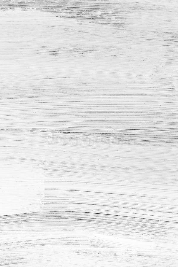 Vit trävägg med grova borsteslaglängder royaltyfri bild