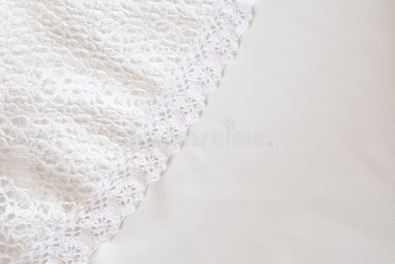 Vit tygtexturbakgrund, vit bakgrund för satängtygtextur royaltyfri foto