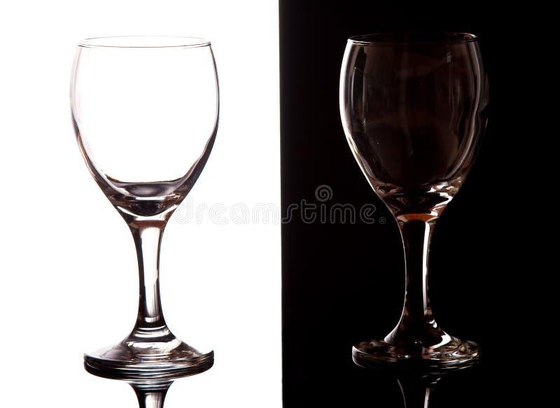 vit wine för svarta contrastexponeringsglas arkivfoto