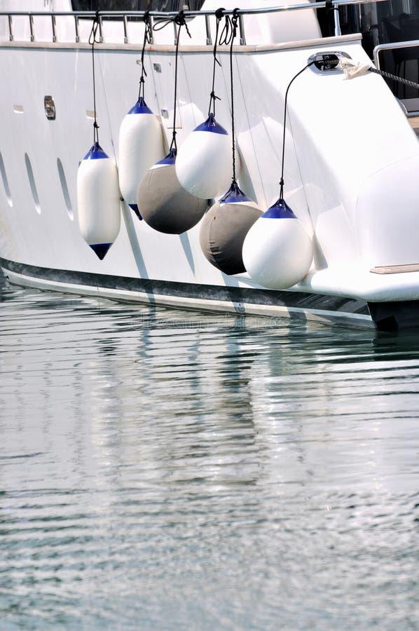 vit yacht för stor floater arkivbild