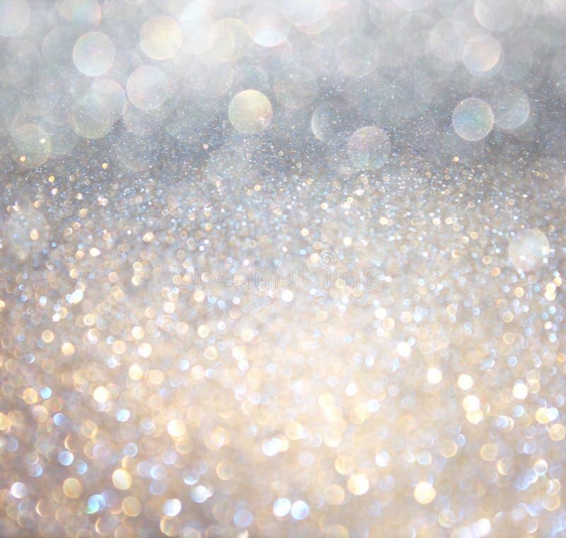 Vita abstrakta bokehljus för silver och för guld. defocused bakgrund royaltyfri foto