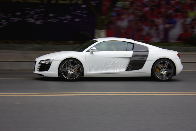 Vita Audi royaltyfri fotografi