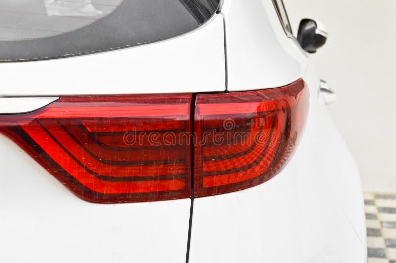 Vita bakre ljus för en SUV modellbil royaltyfri fotografi