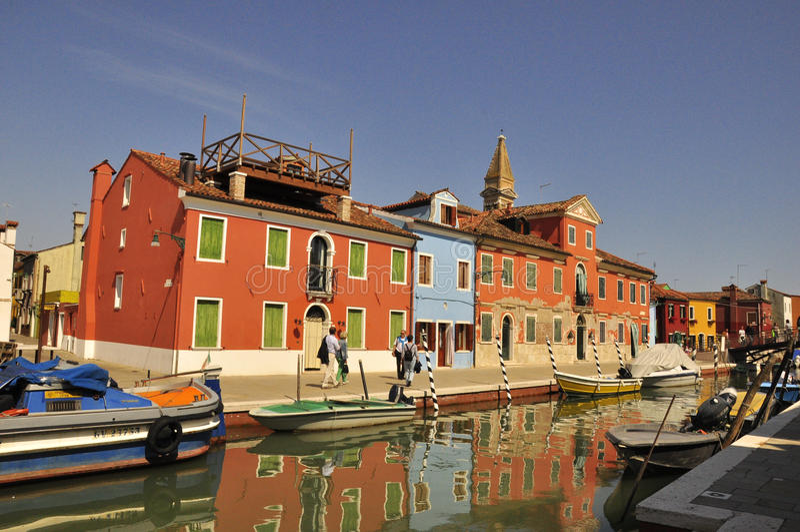 Vita in Burano variopinto fotografia stock libera da diritti