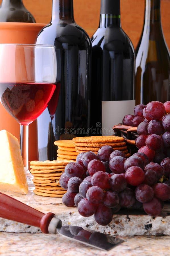 Vita del vino, del formaggio e dei cracker ancora immagine stock