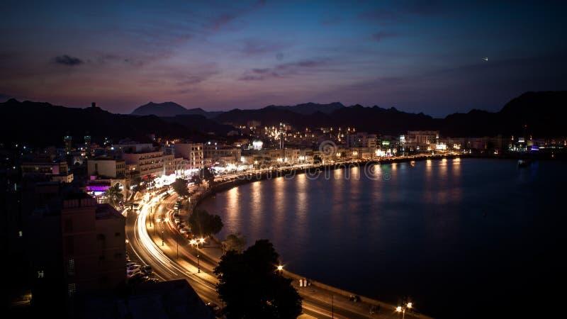 Vita di notte a Muttrah Corniche, Oman fotografie stock libere da diritti