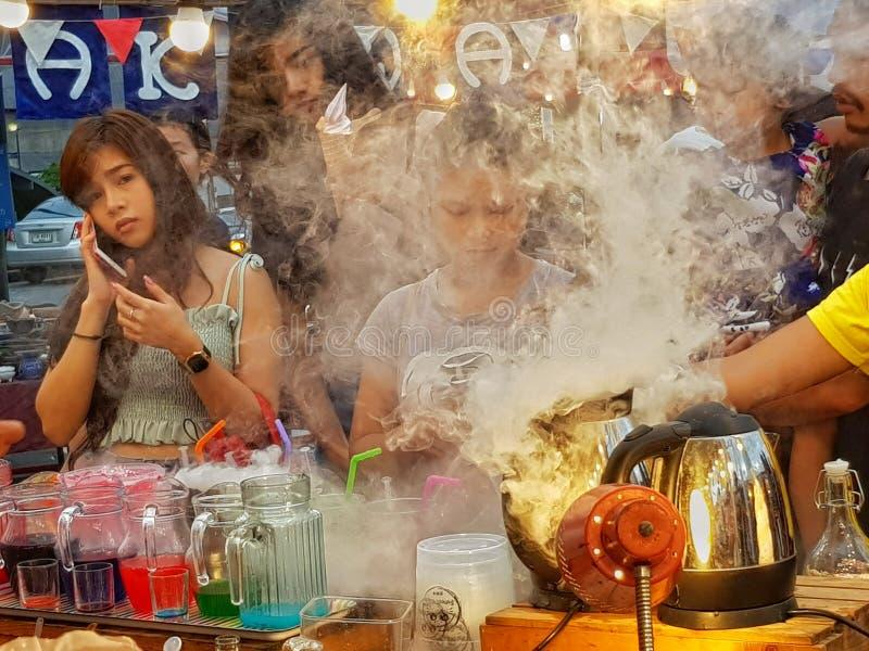 Vita di via del fumo immagine stock