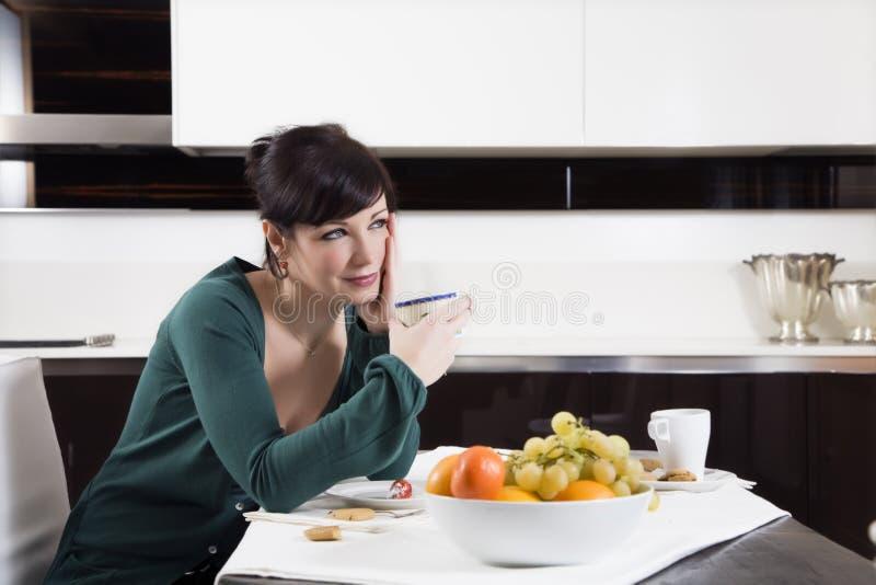 Download Vita domestica immagine stock. Immagine di bere, adulto - 3883255