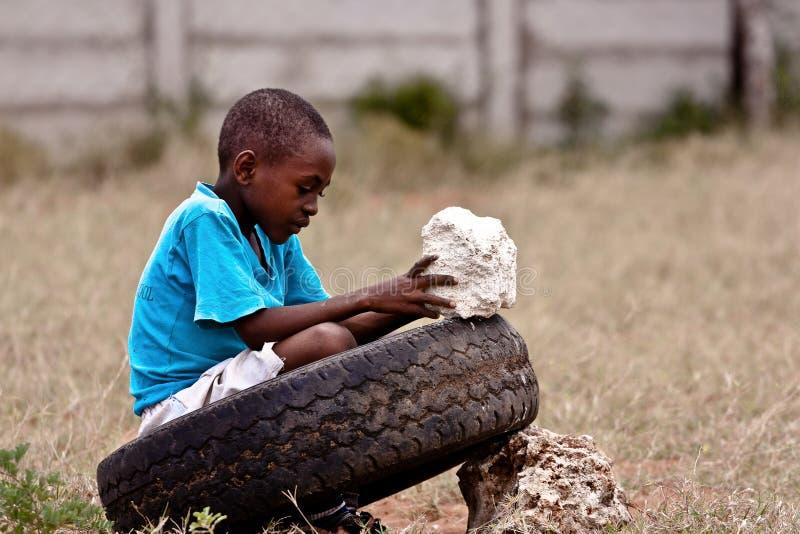 Vita dura per un bambino keniano, l'Africa fotografia stock