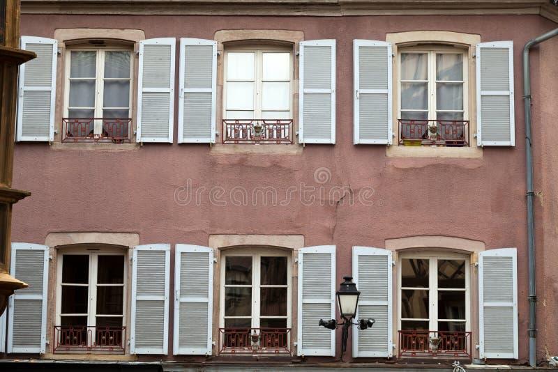 vita fönsterslutare royaltyfri foto
