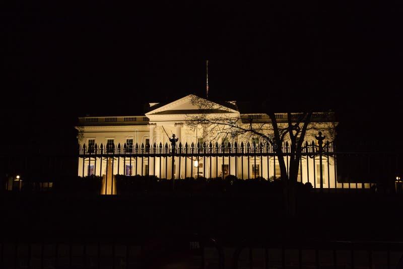 Vita hus på natten royaltyfri fotografi