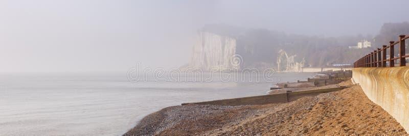 Vita klippor på St Margarets skäller nära Dover, England arkivfoto