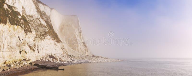 Vita klippor på St Margarets skäller nära Dover, England royaltyfria foton