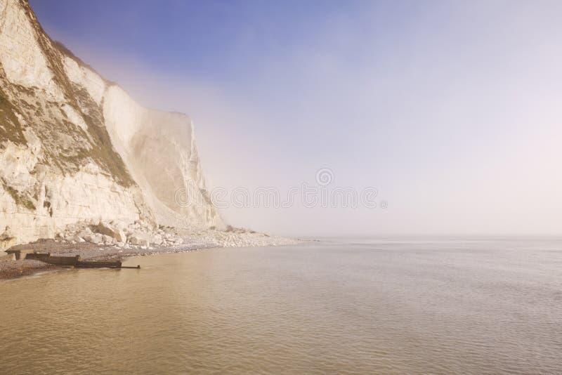 Vita klippor på St Margarets skäller nära Dover, England royaltyfria bilder