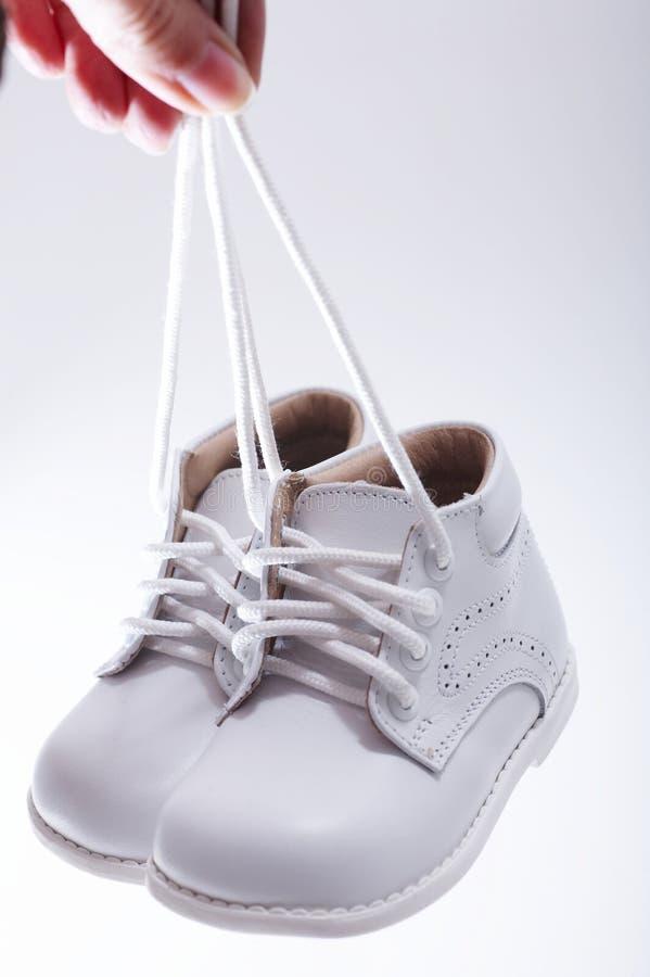 vita lilla skor arkivbild