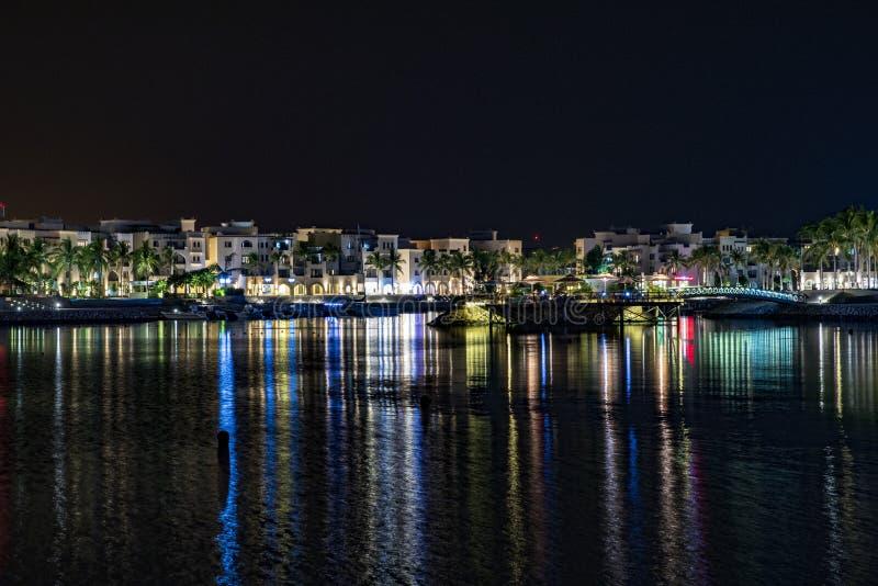 Vita notturna alla località di soggiorno dell'hotel dell'Oman immagini stock