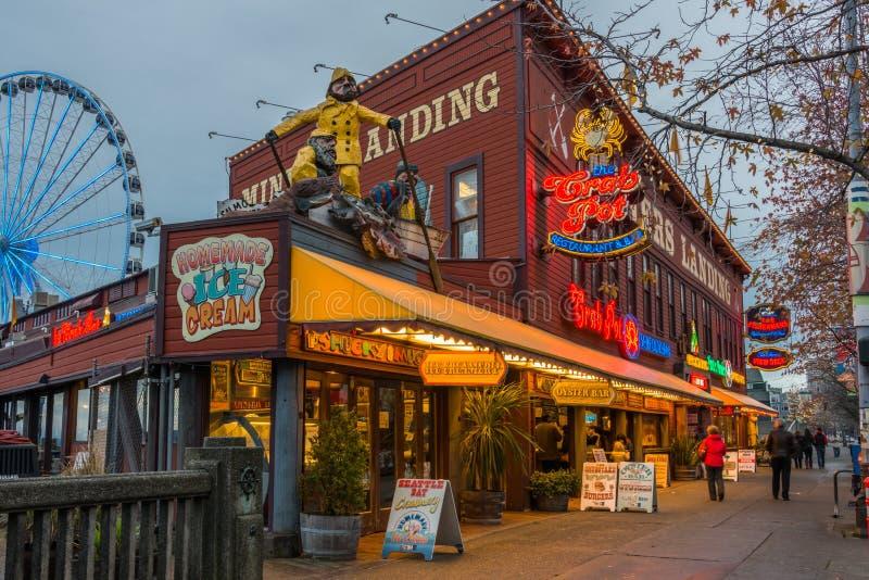 Vita Notturna Del Turista Di Lungomare Di Seattle Fotografia Editoriale
