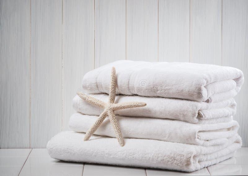 vita nya handdukar fotografering för bildbyråer
